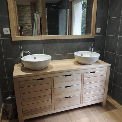 Le bois réinvestit la salle de bains