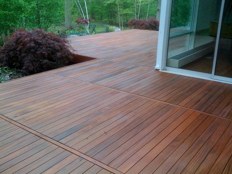 Dalles sur plots pour une terrasse en bois