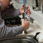 Un plombier spécialisé dans le Airbnb sur le 83